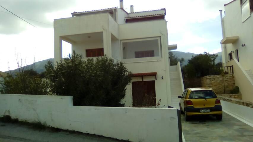 Μονοκατοικία στη φύση - Roussospiti - Casa