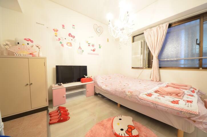 Osaka/Namba 5 mins /Pink Cute Hello Kitty Room♪
