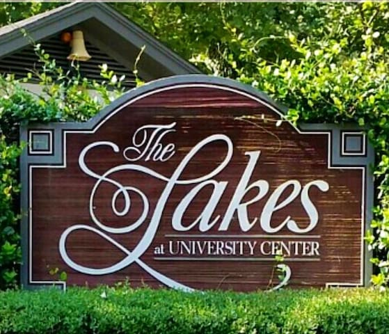 The Lakes University Center - A10