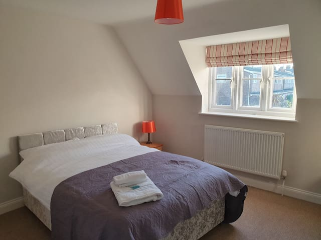 Large Stylish Double room (Top Right 32)