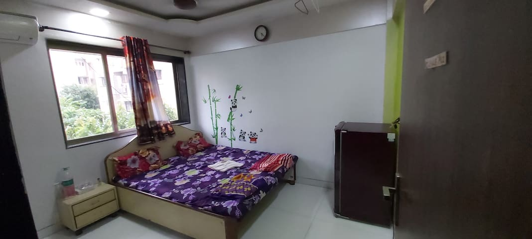 SNUG AS BUG IN ANDHERI WEST..ATTACHED WASHROOM..