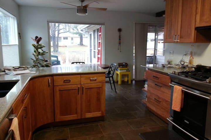 Roomy double with kitchenette - Saint Louis - Casa