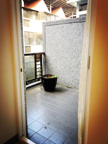 New~陽光  大房間 全面超大窗 獨立陽台 - Nanzi District - House