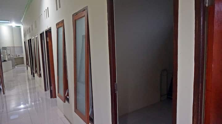 Cozy Hostel in Centre of Malang (Amanah Hostel)