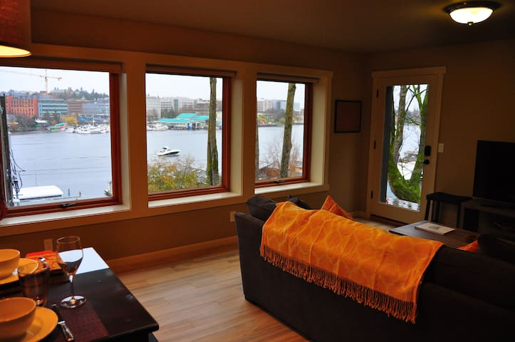 Portage Bay View!-One Bedroom Apt