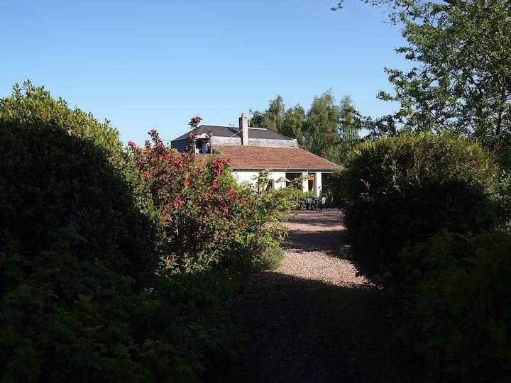 Chambre côté campagne rez de jardin, à l'est .