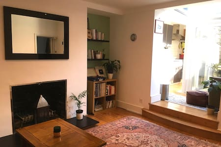 Cosy room in charming Highgate flat with patio