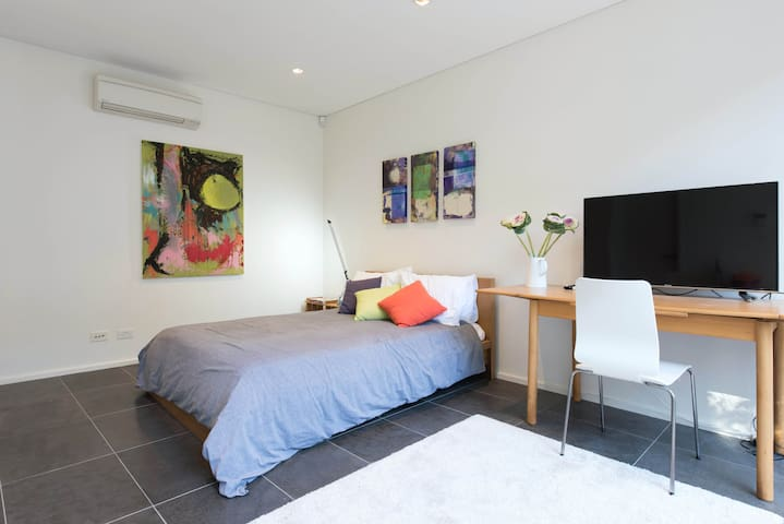 Bondi Views Secluded Enchanted Hideaway For Two - Bondi Beach