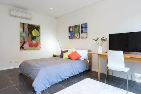 Bondi Views Secluded Enchanted Hideaway For Two - Bondi Beach