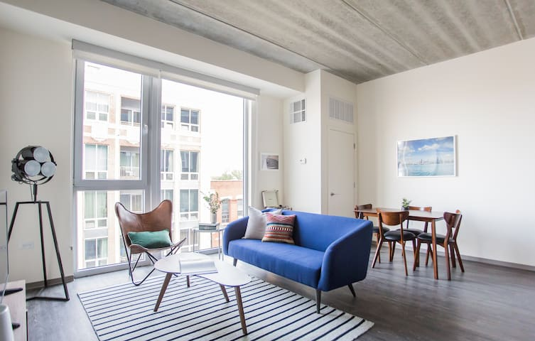 Sonder | The Western | Lively 1BR + Rooftop