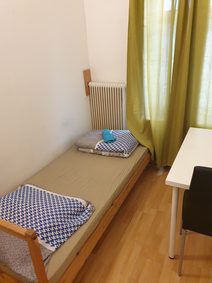 Private room in Vienna next to the downtown, metro