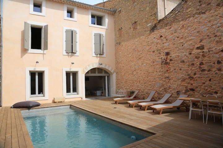 Grande maison de village avec piscine