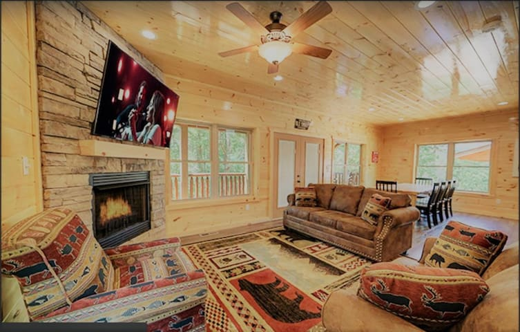 Luxury 5/5.5 Bed Cabin: Theater+Multicade & Views!