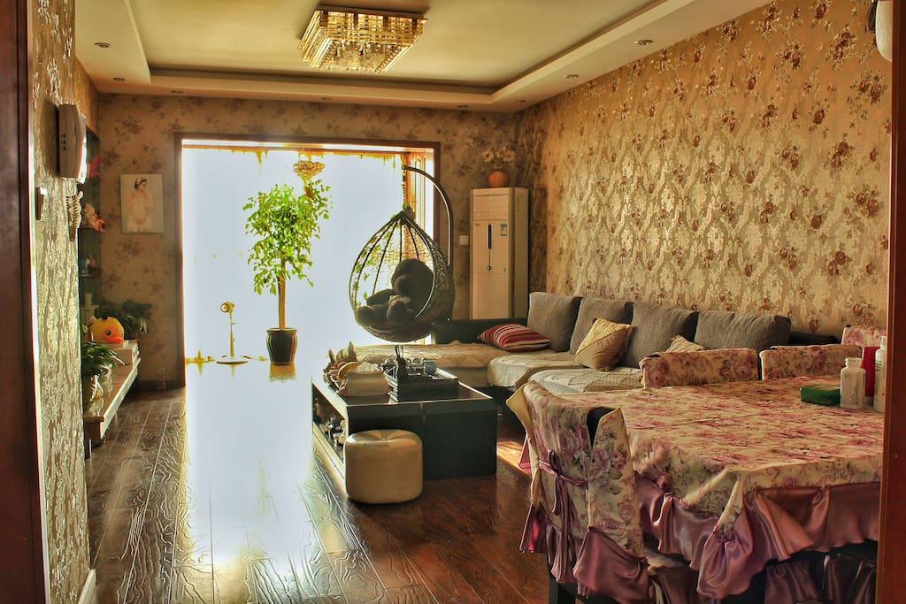 宽敞的客厅咱们的共用空间