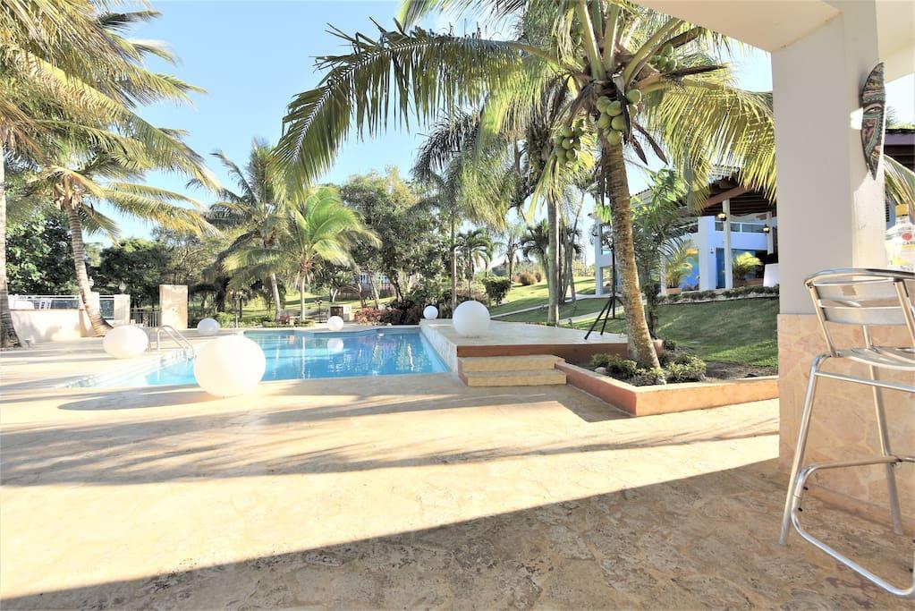 Villa bonita private pool jacuzzi sleeps 50 villas for Villa bonita precios