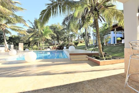 Villa Bonita, private pool & jacuzzi,  sleeps 50 - Isabela - 別荘