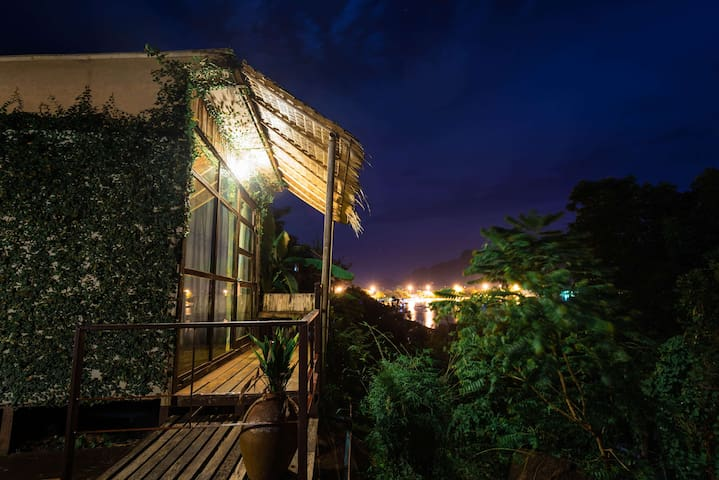 Bargain Budget Bungalow with Stunning Views!