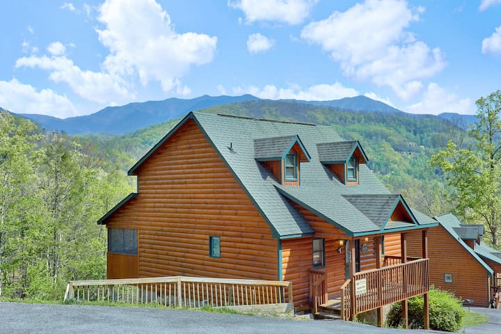 Enjoy Mountain Views From Your Romantic Honemoon Cabin