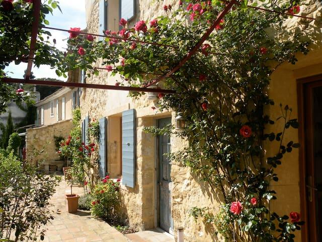 Etage dans maison provençale - Caumont-sur-Durance - Casa