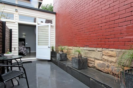 Central Hobart GlebeStudioApartment+free carpark