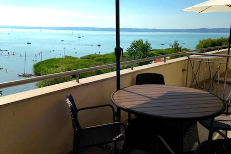 Enjoy the wellness! Lakeview Apart4 - Siófok - 公寓