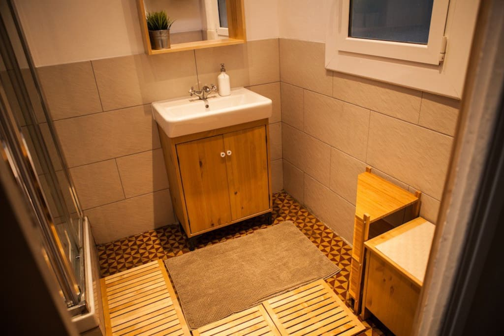 Brand new bathroom with mosaic floor from ca. 1900.