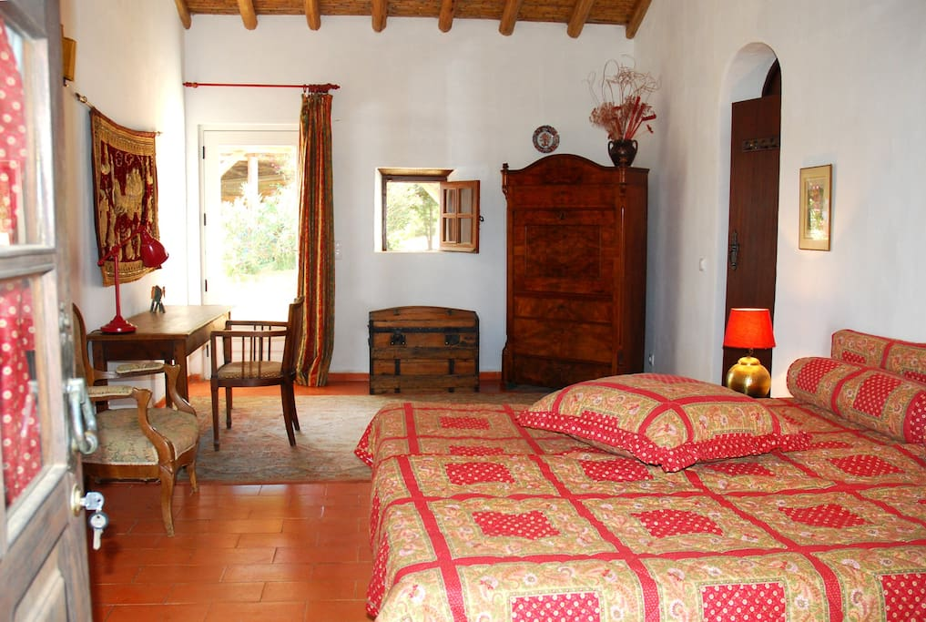 Charm guesthouse 2km odeceixe and sea dble room for Chambre d hote portugal