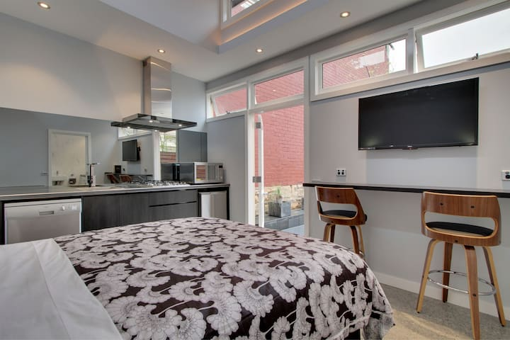 Compact quality accommodation for 2 people.