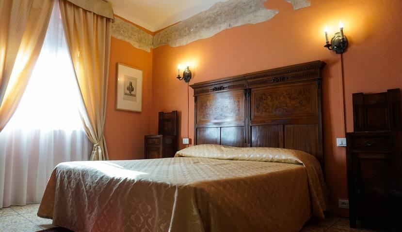 Camera Doppia in Palazzo Antico al Centro Storico