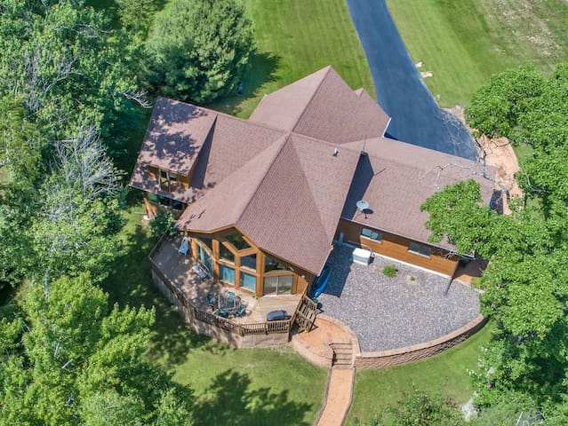 Dog-friendly lakefront home w/ large deck, on-site golf, shared pool & hot tub