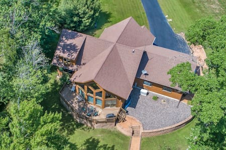 Dog-friendly lakefront home w/ large deck and on-site golf!