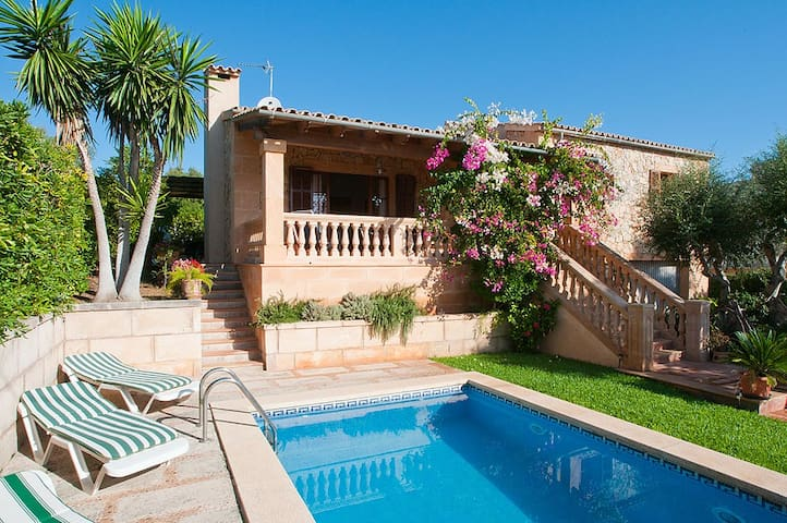 Holiday house with pool - cala mendia - Casa