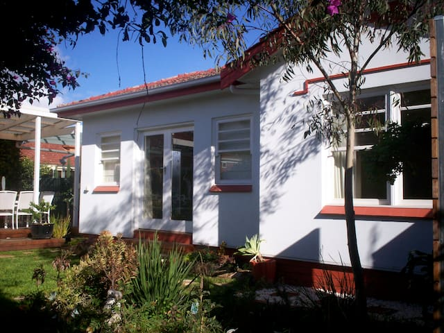 Deco Garden Cottage