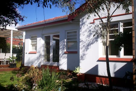 Deco Garden Cottage - Plympton
