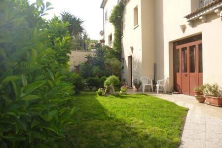 Olbia Sardegna casa con giardino