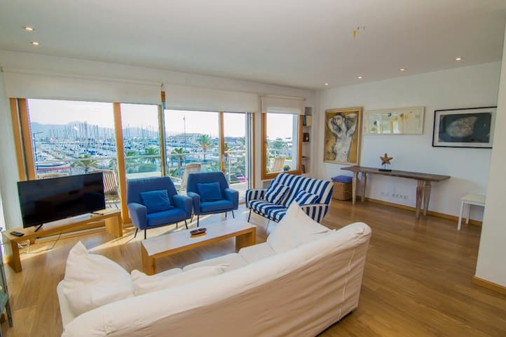 Stylish apartment with great views to the sea