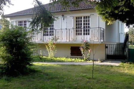 Maison avec jardin, calme - Rebréchien