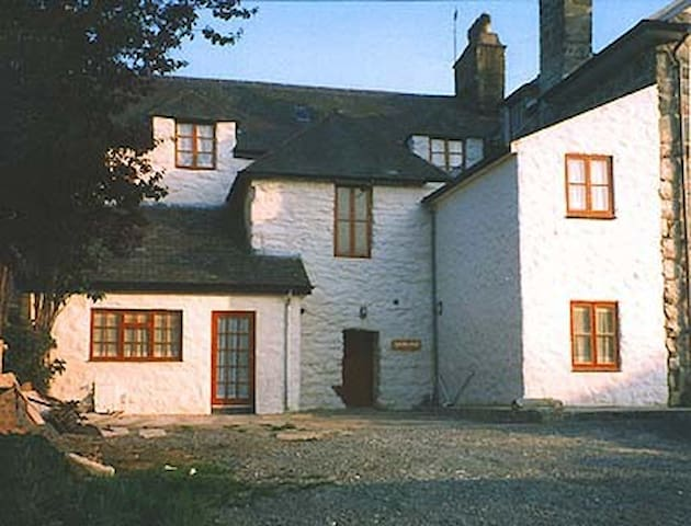 Plas Isa  group accommodation   - Dolgellau - House