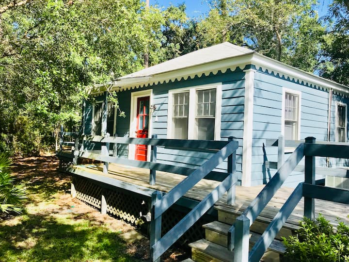 Friendship Cottage-Pelican, 3 blocks from beach