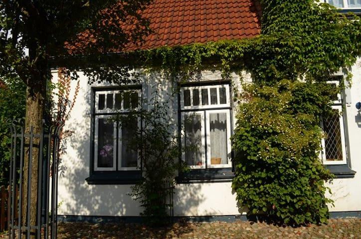 Wunderschön wohnen im Quilt-Hof - Hennstedt - House