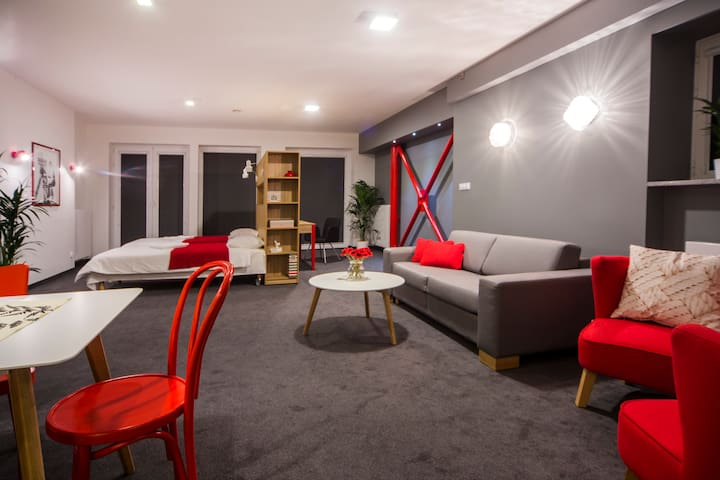 Mosquito Silesia Apartments - Red