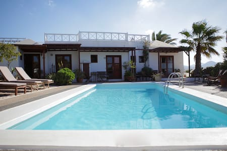 oasis surf house: family&friends room (4 pers) B&B - Sóo - Bed & Breakfast