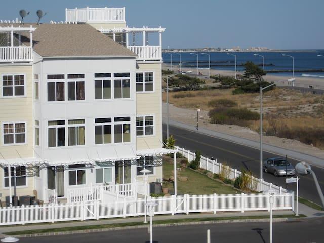 Surf Central In Rockaway Beach - Queens - Apartamento