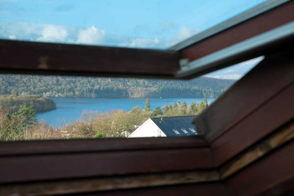 Lift up the Velux window and look out. For taller guests, the Velux also swivels up so that you have unimpeded views!