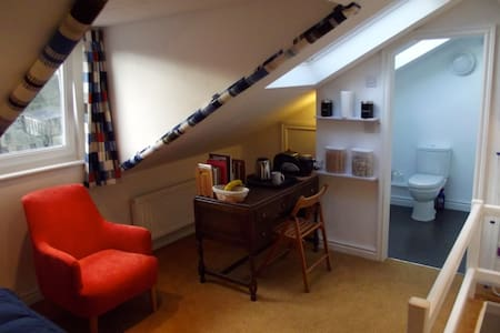 'The Attic' Single En-suite B&B. - Hebden Bridge