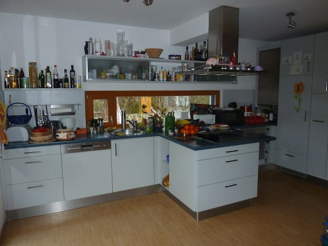 3 Rooms, max. 4 Beds in Family-Home - Erlangen - Rumah