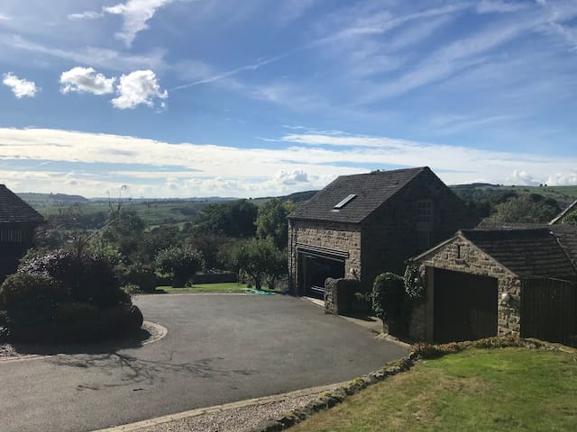 Studio in Curbar: Derbyshire Home with a View