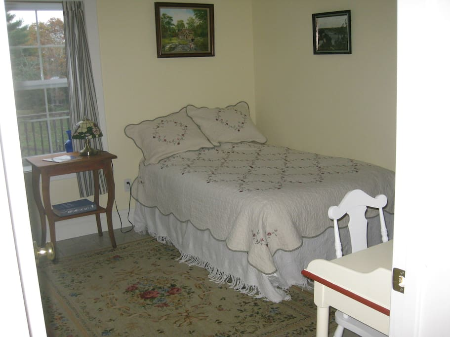 Cosy bedroom with en-suite bathroom, overlooks pasture and gardens. Tea and coffee available in the room.  Bed is a double.