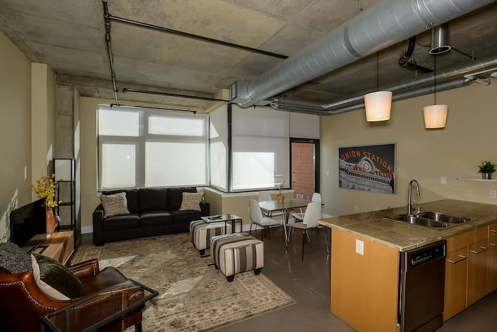 Downtown Denver Union Station LoDo Loft Retreat