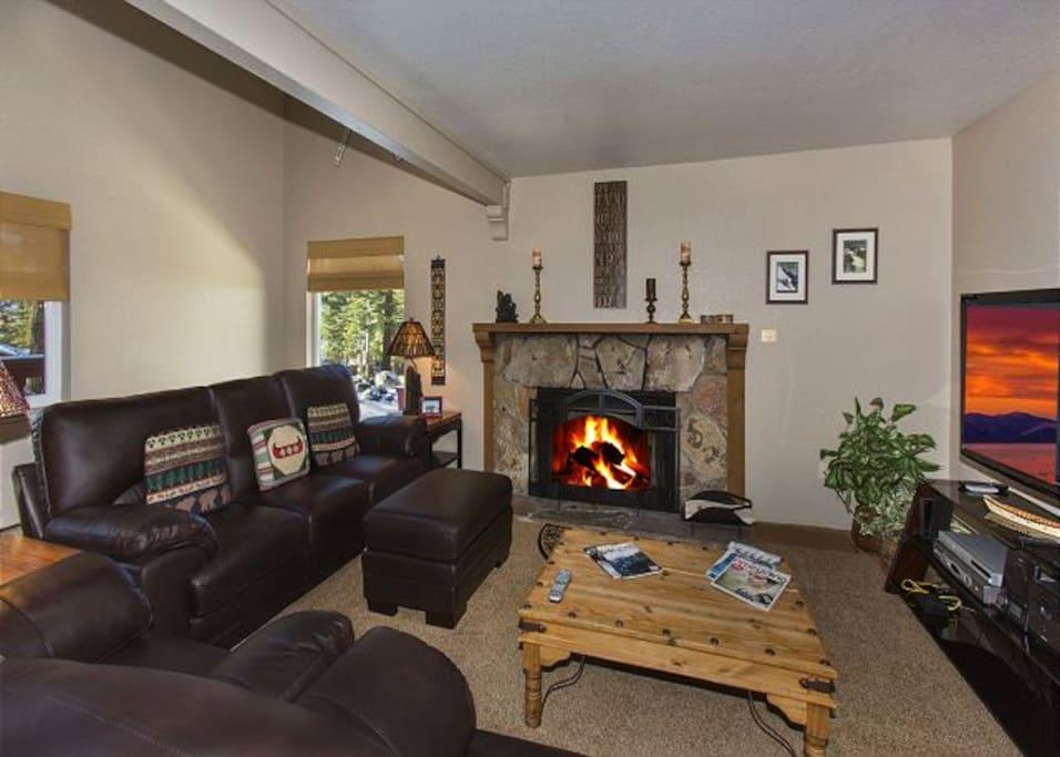Family ski home sleeps 8 value near heavenly case in for Animali domestici della cabina del lake tahoe